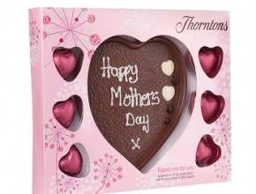 Choc_Plaque_with_truffle_hearts_180g_angled